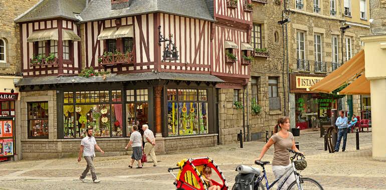 Veloscenic : Paris to Mont-Saint-Michel cycle route: Le Mêle-sur ...
